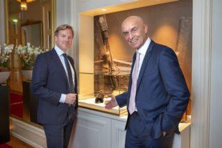 Dari kiri ke kanan: Christer Fahlstedt, CEO Paf dan Wolfgang Bliem, CEO Grand Casino Luzern dan pameran bersejarah.